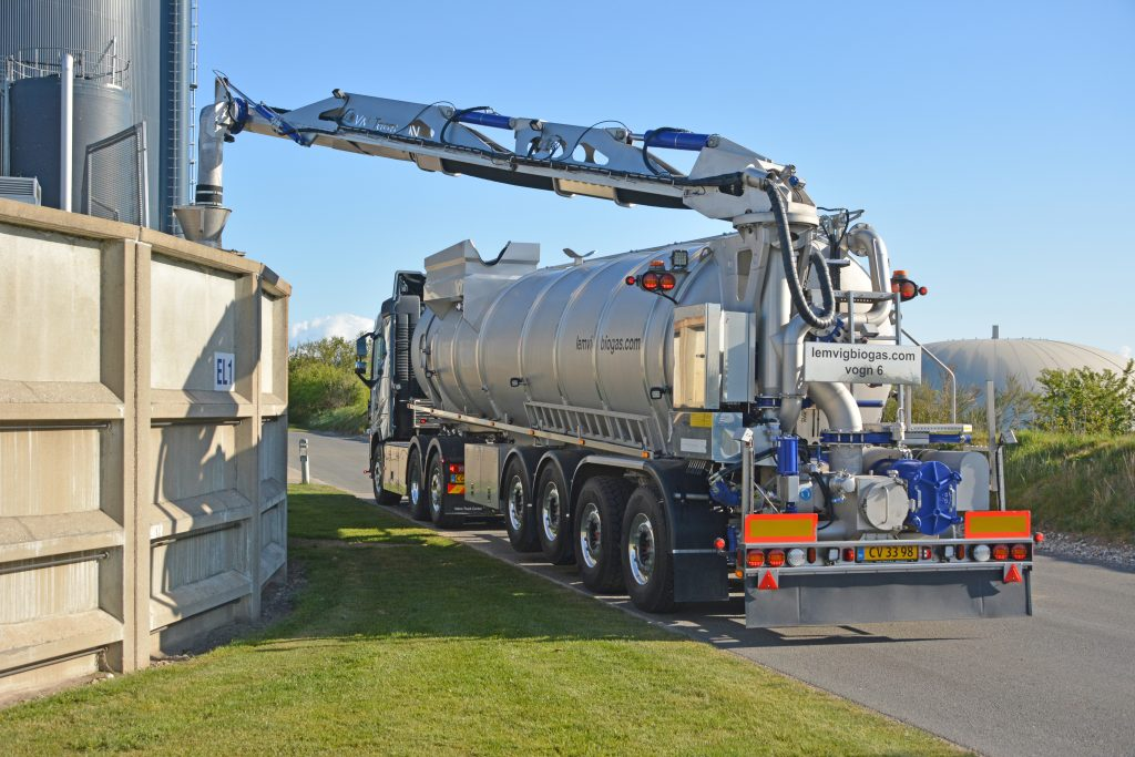 Gylle pumpes til tankvogn ved Lemvig Biogas, maj 2019