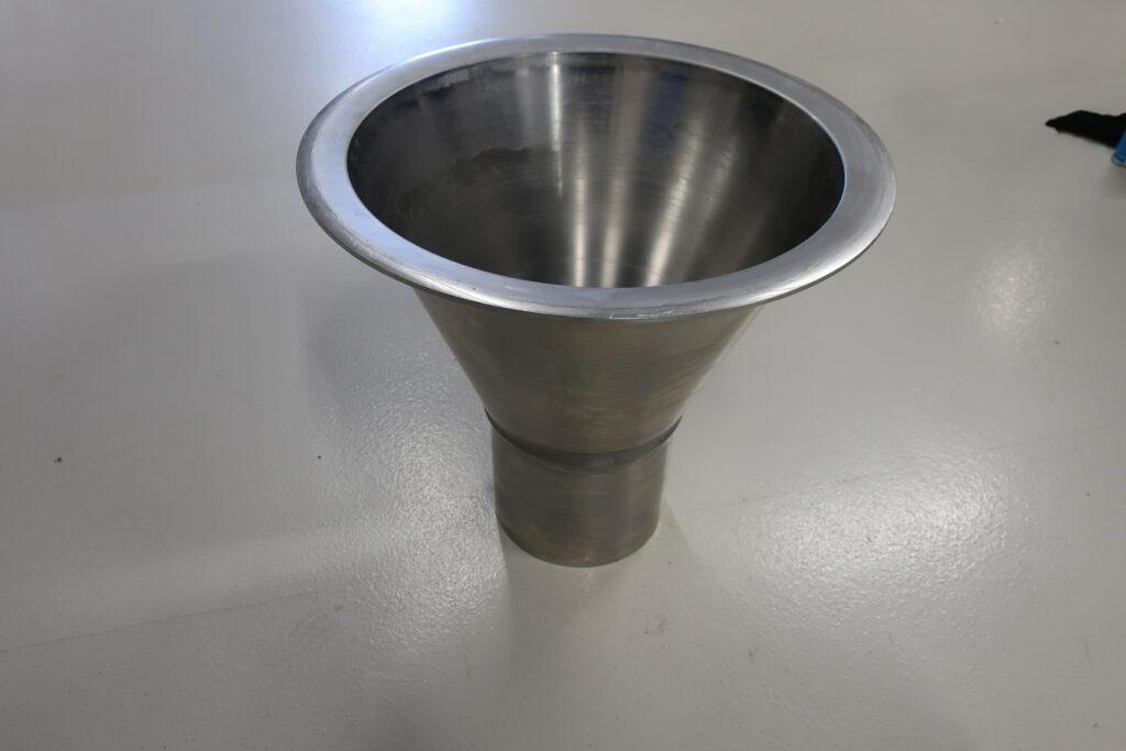 DN 250 rustfast sugetragt til gylle, vist med overgang til DN 250 PVC rør - sælges hos Lemvig Biogas