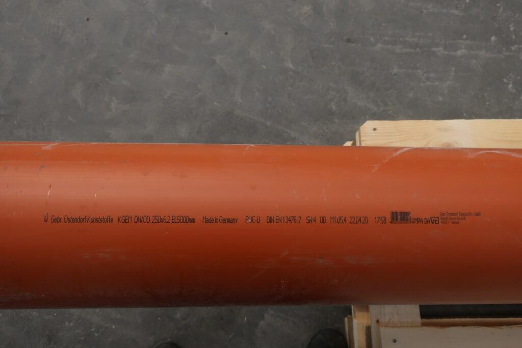 PVC rør for rustfast sugetragt 250x6,2x5000 - sælges hos Lemvig Biogas