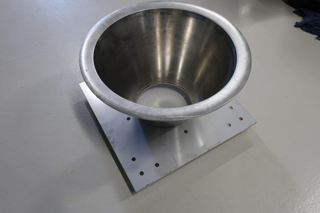 Pladefod for DN 250 rustfast sugetragt - sælges hos Lemvig Biogas